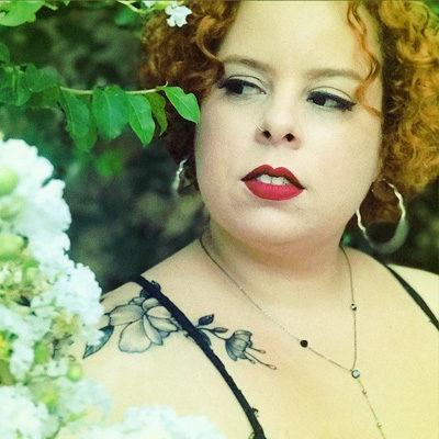 Lívia Reglyn youtuber blogueira ruiva de farmácia