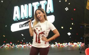 Blogueirinha participa do programa de Anitta